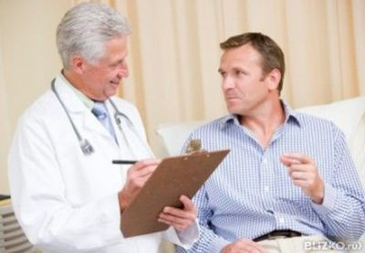 мужчина у венеролога при симптомах ИППП